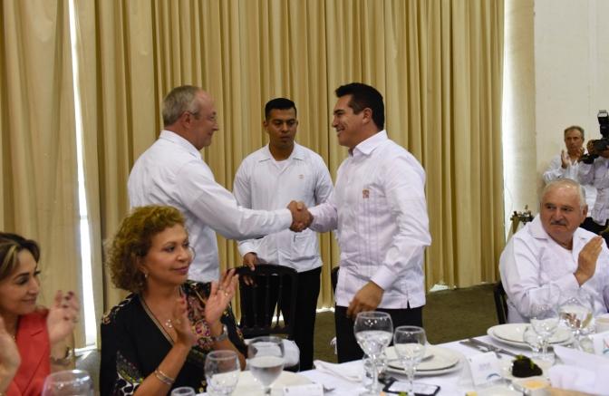 Por su compromiso con México, el gobernador de Campeche, Alejandro Cárdenas Moreno, refrenda reconocimiento a las fuerzas armadas