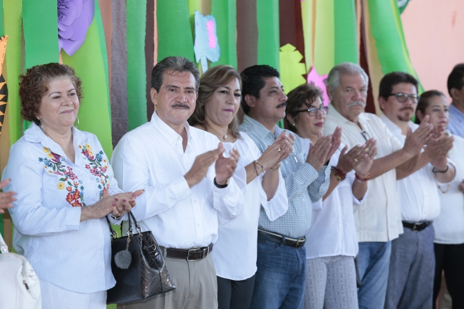 Anuncia Evaristo Hernández becas y obras educativas