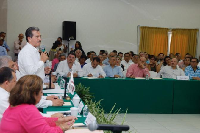 Urgente reorientar el crecimiento poblacional: Evaristo Hernández