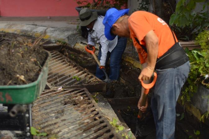 Inicia acción integral de limpieza y desazolve en drenaje, calles y avenidas