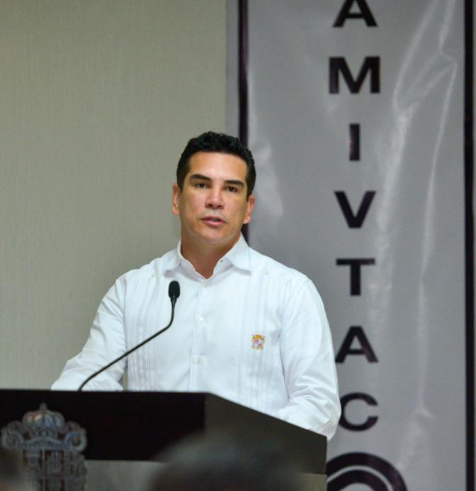Respaldará el gobernador de Campeche a constructores locales para que realicen más obras en la entidad