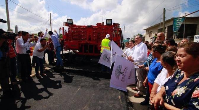 Atestigua Adán Augusto trabajos de reconstrucción de vialidades en Centro