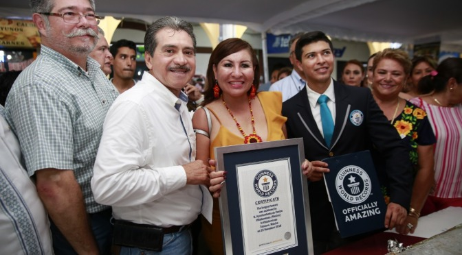 Obtiene Centro constancia Guinness World Records por Tamal Más Largo