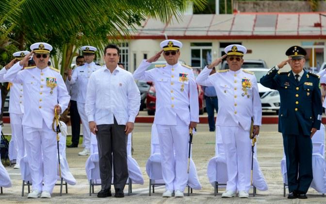 Atestigua GOBERNADOR de Campeche toma de posesión del nuevo comandante de la tercera región naval