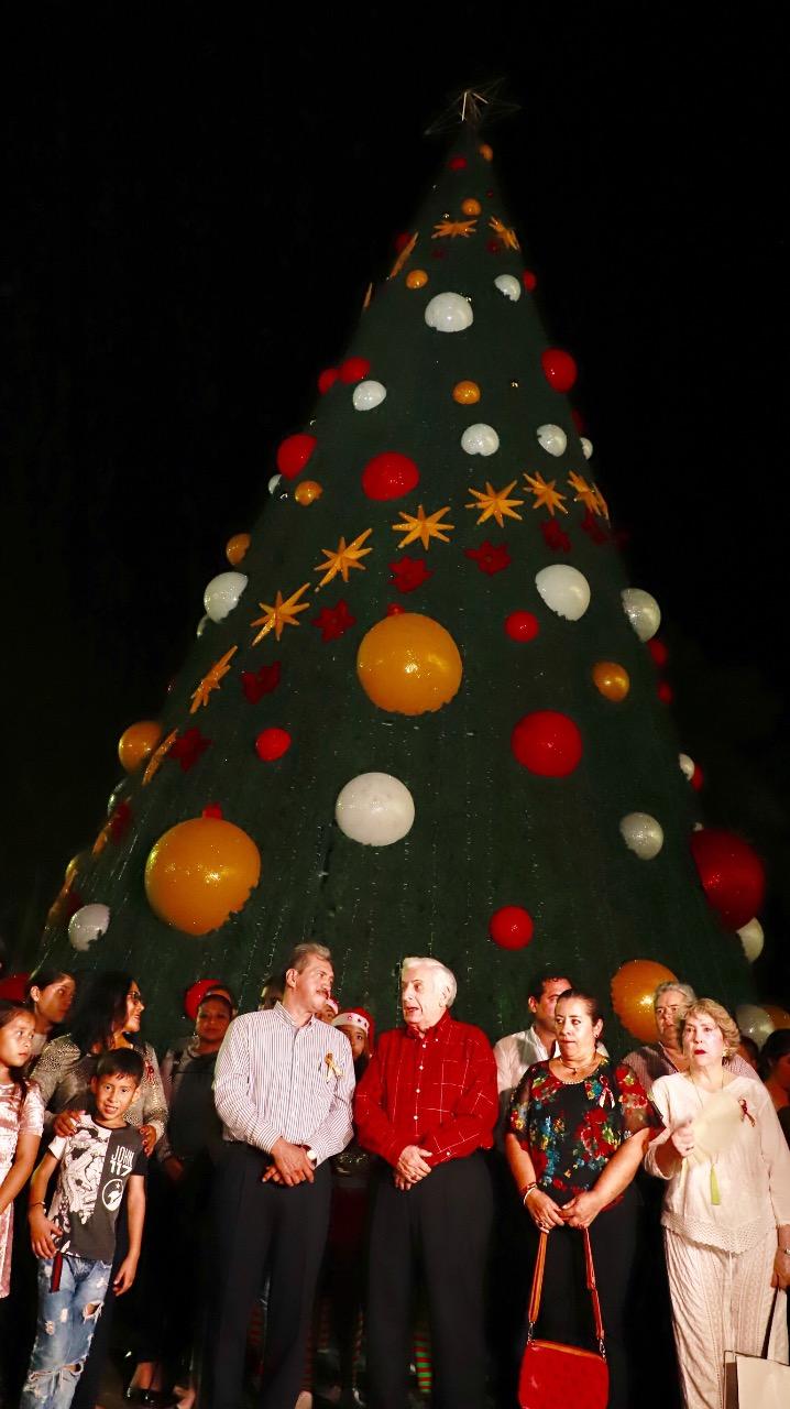 Encendido navideño en Centro. 031218 (2)