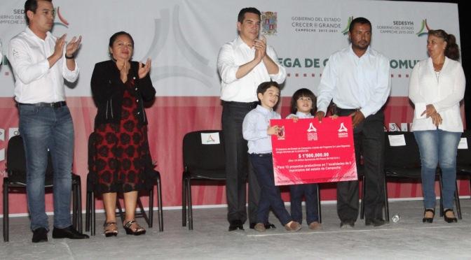 Entrega gobernador Alejandro Moreno Cárdenas apoyos por 9.4 MDP a emprendedores, migrantes y comunidades