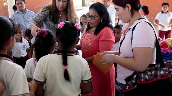 Continúa DIF Centro los festejos de Reyes en escuelas