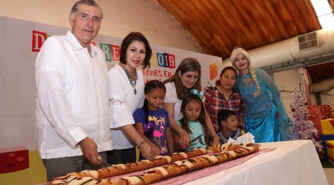 En festejos, convive el gobernador Adán Augusto con niños en el Día de Reyes