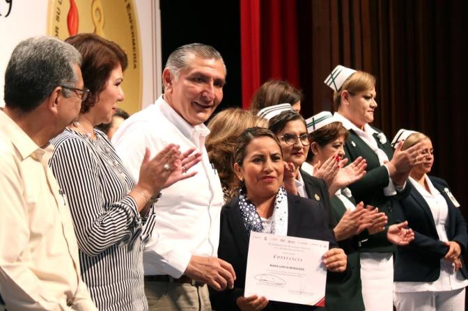 Reconoce López Hernández compromiso de enfermeras