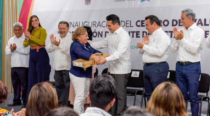Fortalece el gobernador Alejandro Moreno Cárdenas infraestructura y equipamiento educativo