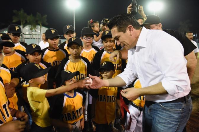 El gobernador Alejandro Moreno Cárdenas inaugura rehabilitación integral de Unidad Deportiva de la Colonia Revolución en Campeche