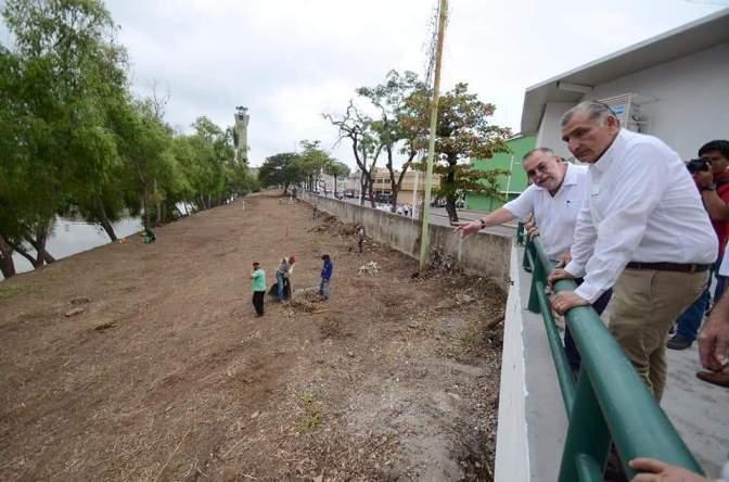 Supervisa Adán Augusto limpieza de malecones de Villahermosa