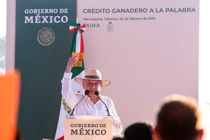 Lanza AMLO desde Tabasco programa 'Crédito Ganadero a la Palabra'