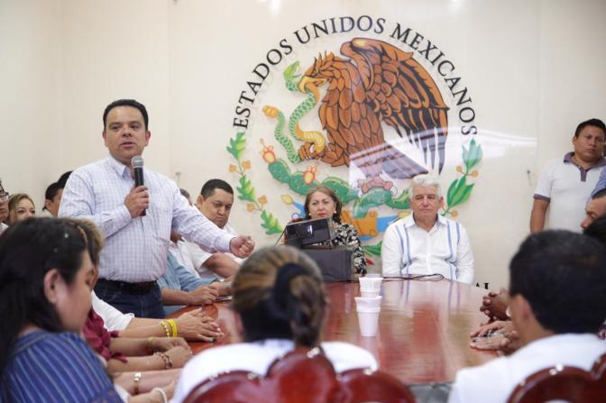 Se reúne secretario de Gobierno con alcalde de Jonuta