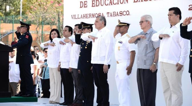 Encabeza Adán Augusto ceremonia del 198 aniversario del Día de la Bandera