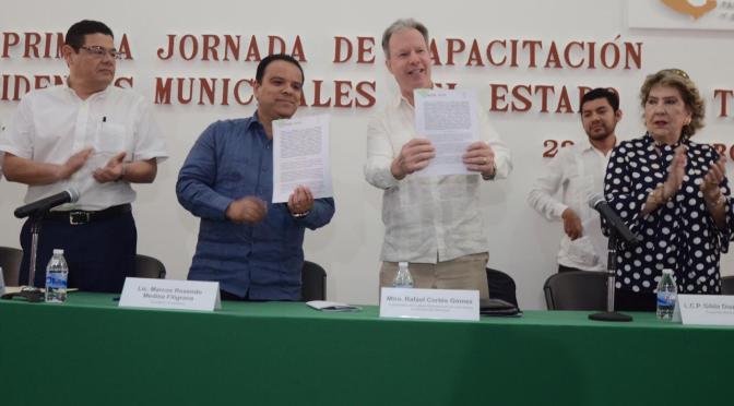 En tarea de gobierno no hay lugar  para improvisar: Marcos Rosendo