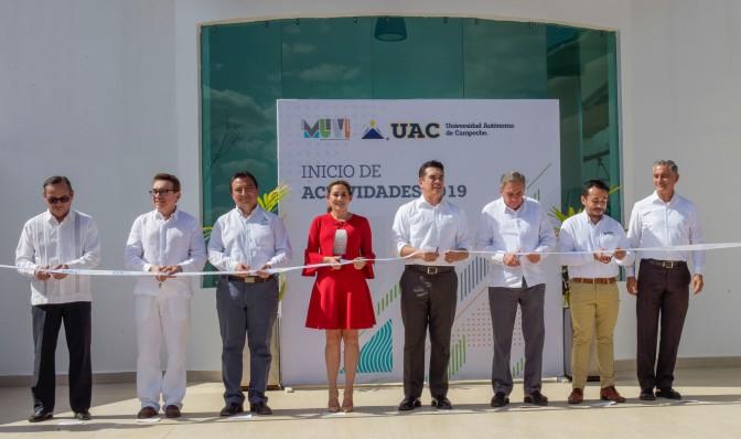 Inaugura gobernador de Campeche, Alejandro Moreno Cárdenas, Centro Universitario de Exposiciones