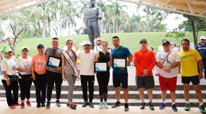 Rinde Centro tributo al Rey de los Deportes en Paseo Dominical