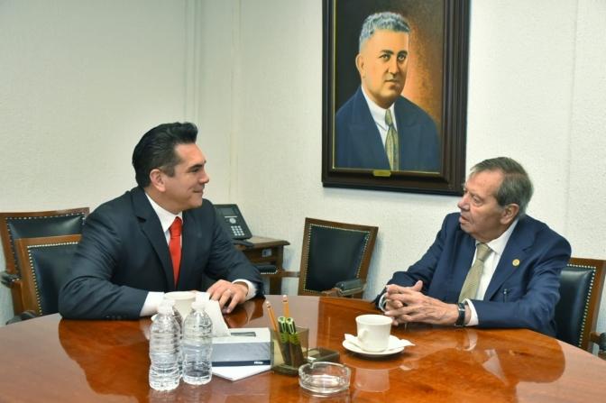 Intensa gira de trabajo del Presidente de Conago y gobernador de Campeche en Congreso de la Unión