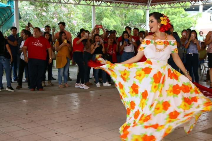 Convive Cinthia Everardo Mendoza con autoridades municipales, amigos y familiares. 080319 (2)