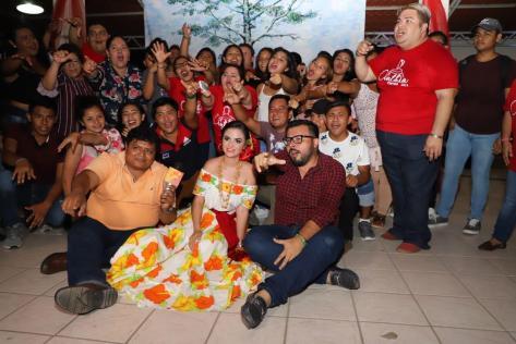 Convive Cinthia Everardo Mendoza con autoridades municipales, amigos y familiares. 080319 (4)