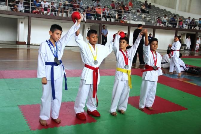 Karate do y patines sobre ruedas realizaron sus selectivos estatales