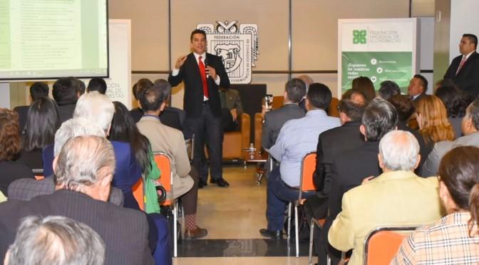 Se reúne Alejandro Moreno, gobernador de Campeche, con gremio de economistas a nivel nacional