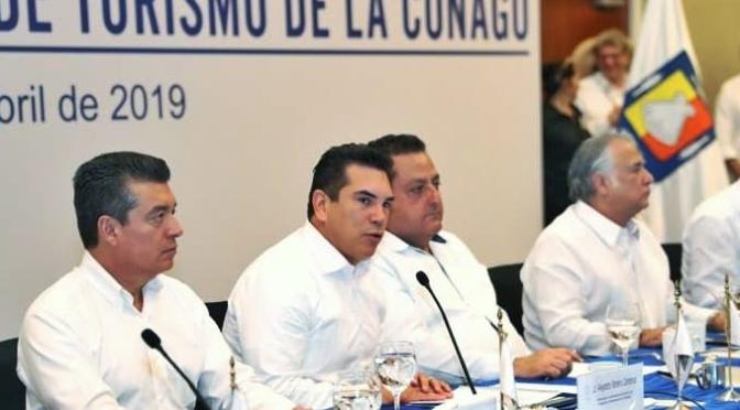 El gobernador y Presidente de la Conago, Alejandro Moreno, acompaña a AMLO en la inauguración del Tianguis Turístico 2019