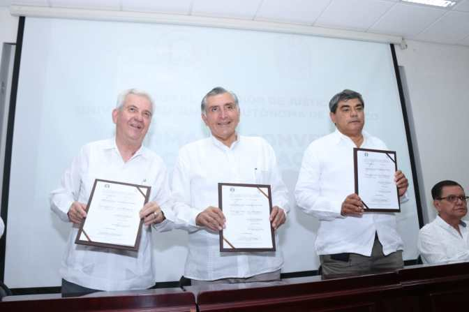 Atestigua Adán Augusto firma de convenio entre el Poder Judicial y la UJAT