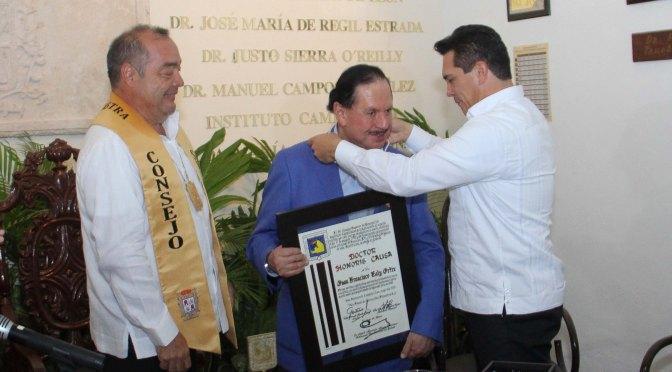 Entrega gobernador de Campeche Grado Doctor Honoris Causa a Juan Francisco Ealy Ortíz