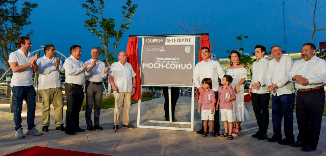 Devela el gobernador de Campeche placa inaugural del moderno Parque Moch Couoh