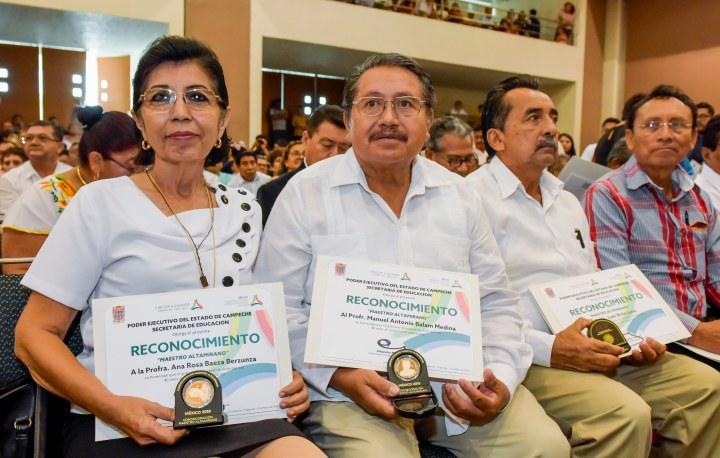 15MAYO2019-DÍA DEL MAESTRO-ENTREGA DE RECONOCIMIENTOS A MAESTROS POR AÑOS DE SERVICIO22.jpg