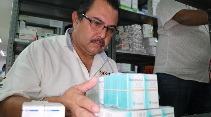 Abastecen de medicamentos al ISSET