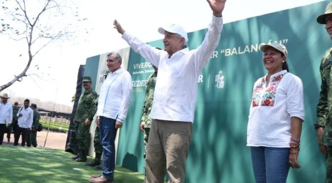 """""""No se vale autoengañarnos: desde la hamaca no se lucha"""", plantea AMLO desde Tabasco"""