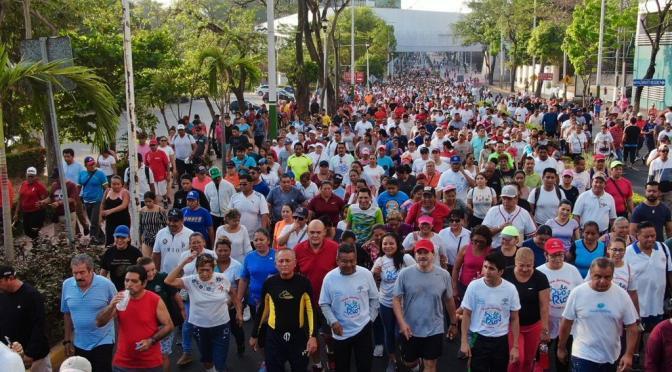 Pletórica caminata De río a río con el alcalde Evaristo Hernández Cruz