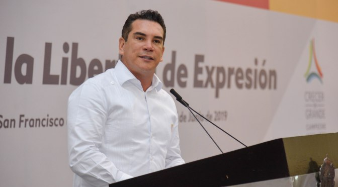 El gobernador Alejandro Moreno Cárdenas reconoce en el periodismo importante contrapeso de la democracia en México