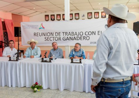 19JUNIO2019-GOBERNADOR CMAG-REUNIÓN SECTOR GANADERO-ESCÁRCEGA2.jpg