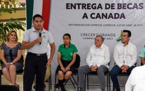 25JUNIO2019-ENTREGA DE BECAS A CANADÁ13.jpg