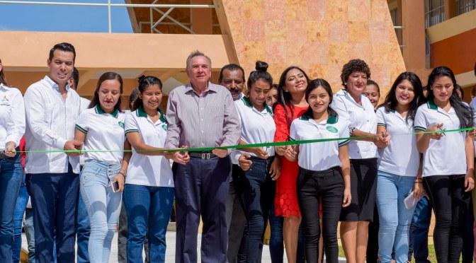 El gobernador Carlos Miguel Aysa González pone en servicio infraestructura vial y educativa por 42 MDP en Calakmul