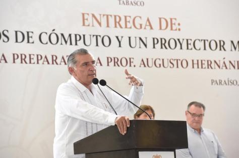 FOTO AALH ENTREGA DE COMPUTO (5)