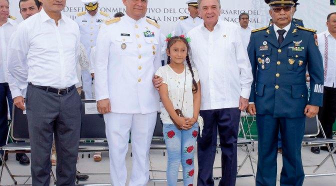Preside el gobernador Carlos Miguel Aysa González desfile conmemorativo del 209 aniversario de la lucha por la independencia nacional