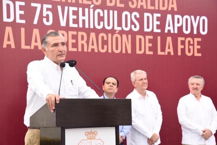 FOTO AALH ENTREGA DE VEHÚCULOS FGE (2)