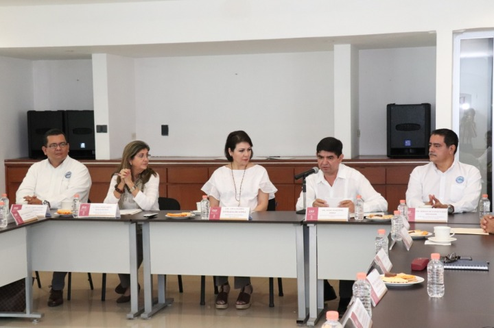 FOTO DIF FIRMA DE CONVENIO (3) (1)